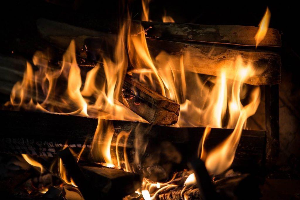 Litoželezna peč na drva